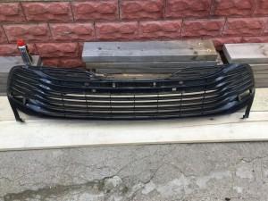 Решетка переднего бампера Toyota Camry VIII (XV70)
