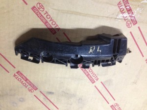 Кронштейн крепления бампера задний правый Toyota RAV 4III (XA30)