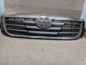 Решетка радиатора Toyota Hilux