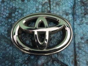 Значок передний Toyota Camry VII (XV50)