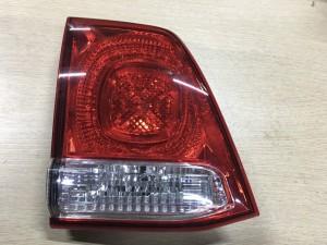 Фонарь задний левый в крышку багажника Toyota Land Cruiser 200Series