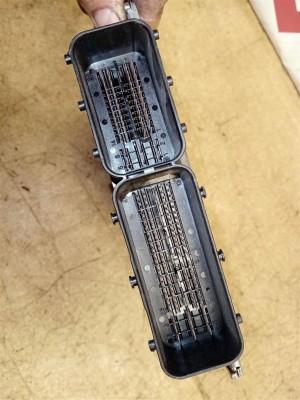 Название детали Блок управления двигателем Модель BMW X3 E83 рест BMW X3