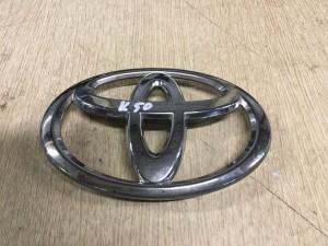 Эмблема на решетку радиатора Toyota Camry VII (XV50)
