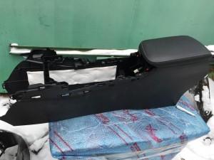 Подлокотник передний Lexus NX внедорожник 5 дв.