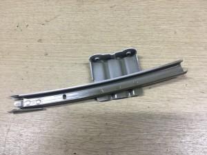 Направляющая стекла передняя левая Toyota Camry VII (XV50)