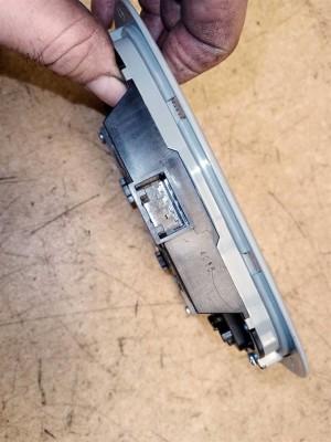 Название детали Плафон салона средний Модель KIA Sorento II XM рест Kia Sorento