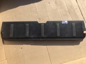 Oбшивка багажной двери нижняя митсубиши аутлендер 2009 Mitsubishi Outlander
