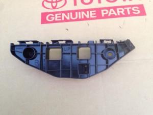 Кронштейн крепления переднего бампера правый Lexus RX III
