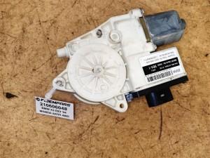 Название детали Моторчик стеклоподъемника двери передней правой Модель BMW X3 E83 BMW X3