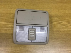 Плафон освещения передний бежевый Toyota RAV 4III (XA30)