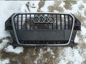 Решетка радиатора Audi Q3