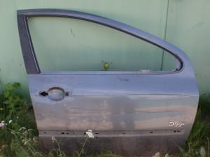 Передняя правая дверь Peugeot 307